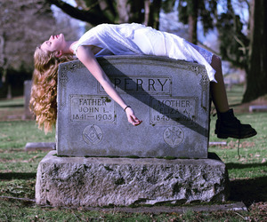 girl, grave, and grunge image