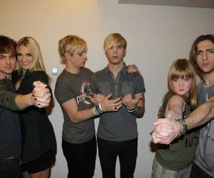 r5 family image