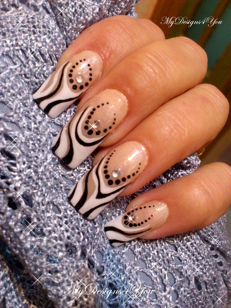 ABSTRACT BLACK AND WHITE FRENCH TIP NAIL ART TUTORIAL
