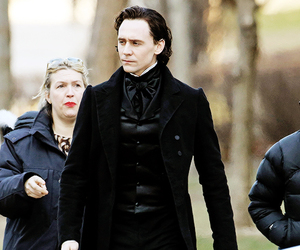 tom hiddleston and actor image