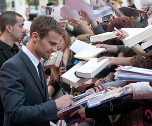 divergent, Hot, and premiere image
