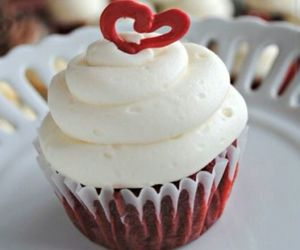 cupcakes, red, and white image