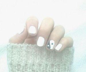 nails and yingyang image