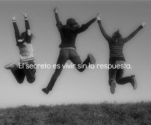 black&white, quote, and frases en español image