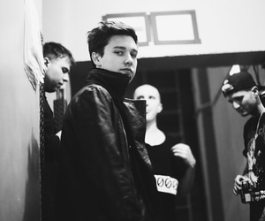zach abels and the neighbourhood image