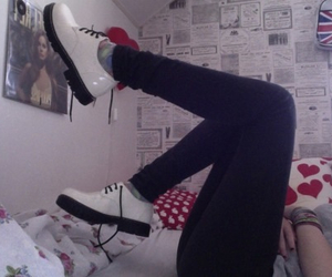 pale, shoes, and soft grunge image