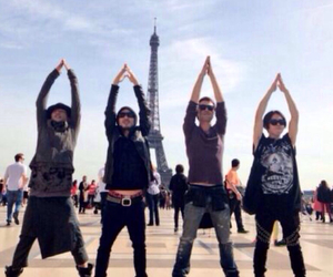 eiffel tower and spyair image