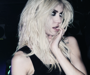 Taylor Momsen, the pretty reckless, and grunge image
