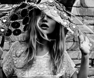 model and anna ewers image