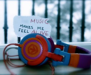 music and alive image