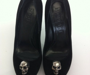 dead and shoes image