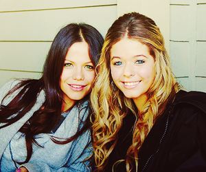 alison, jenna, and pretty little liars image