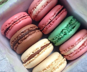 chocolate, filling, and macaroons image
