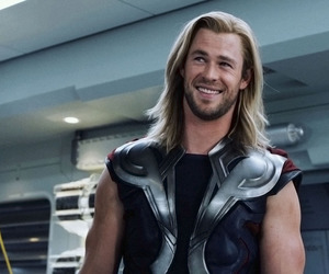 thor, chris hemsworth, and Avengers image