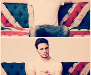 sam claflin and model image