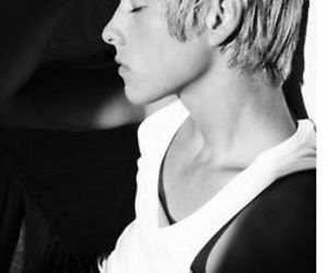 mitch hewer, skins, and maxxie image
