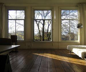 room and window image