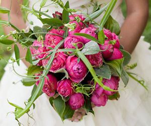bride and wedding flowers image