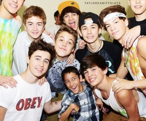 magcon and complete family image