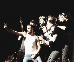 one direction, selfie, and niall horan image