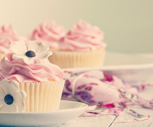 blume, cupcakes, and flowers image