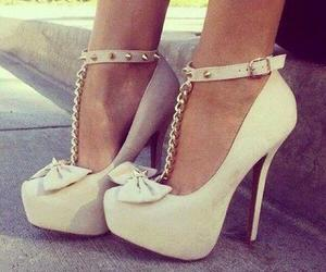 beige, high heel, and escarpins image