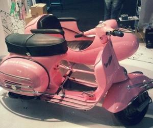 moto, Vespa, and rosado image