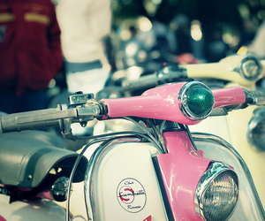 moto and Vespa image
