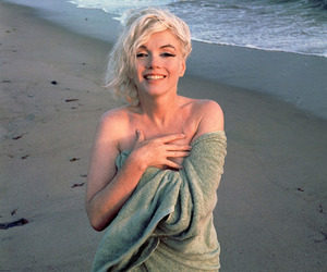 Marilyn Monroe, beach, and blonde image