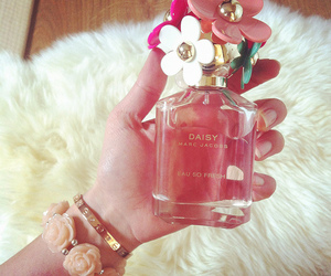marc jacobs, daisy, and perfume image