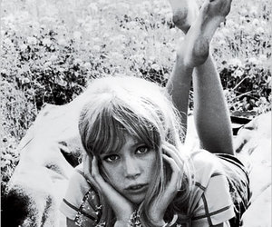 pattie boyd, vintage, and black and white image