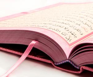 pink and quran image