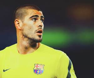 victor valdes and fc barcelona image