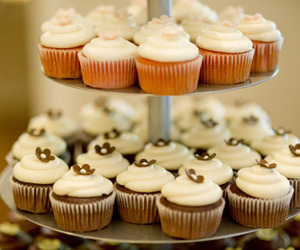 cream, cupcakes, and flowers image