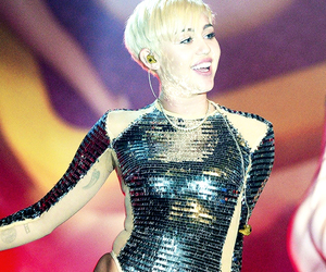 miley cyrus and bangerz tour image