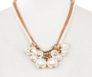 fashion jewelry, fashion necklace, and pearl pendant necklace image