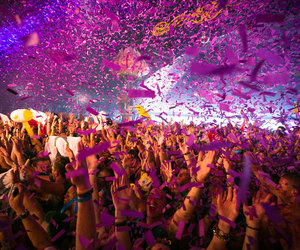 eletronic, life, and party hard image