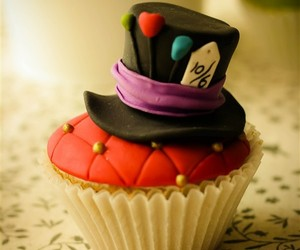 cupcake, alice in wonderland, and mad hatter image