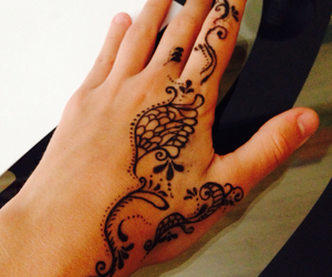 draw, hands, and henna image