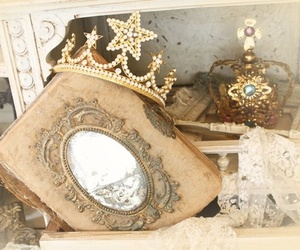crown, vintage, and mirror image