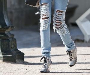 jeans, calça jeans, and jeans rasgado image