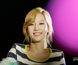 taeyeon and wallpaperfly.com image