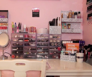 makeup, pretty, and desk image