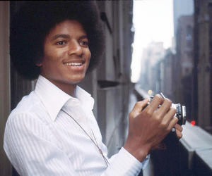 michael jackson, king of pop, and 70s image