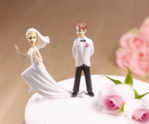 funny, wedding cake, and cake toppers image