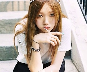 black, fashion, and lee sung kyung image