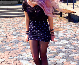 coloured hair, messy hair, and pink image