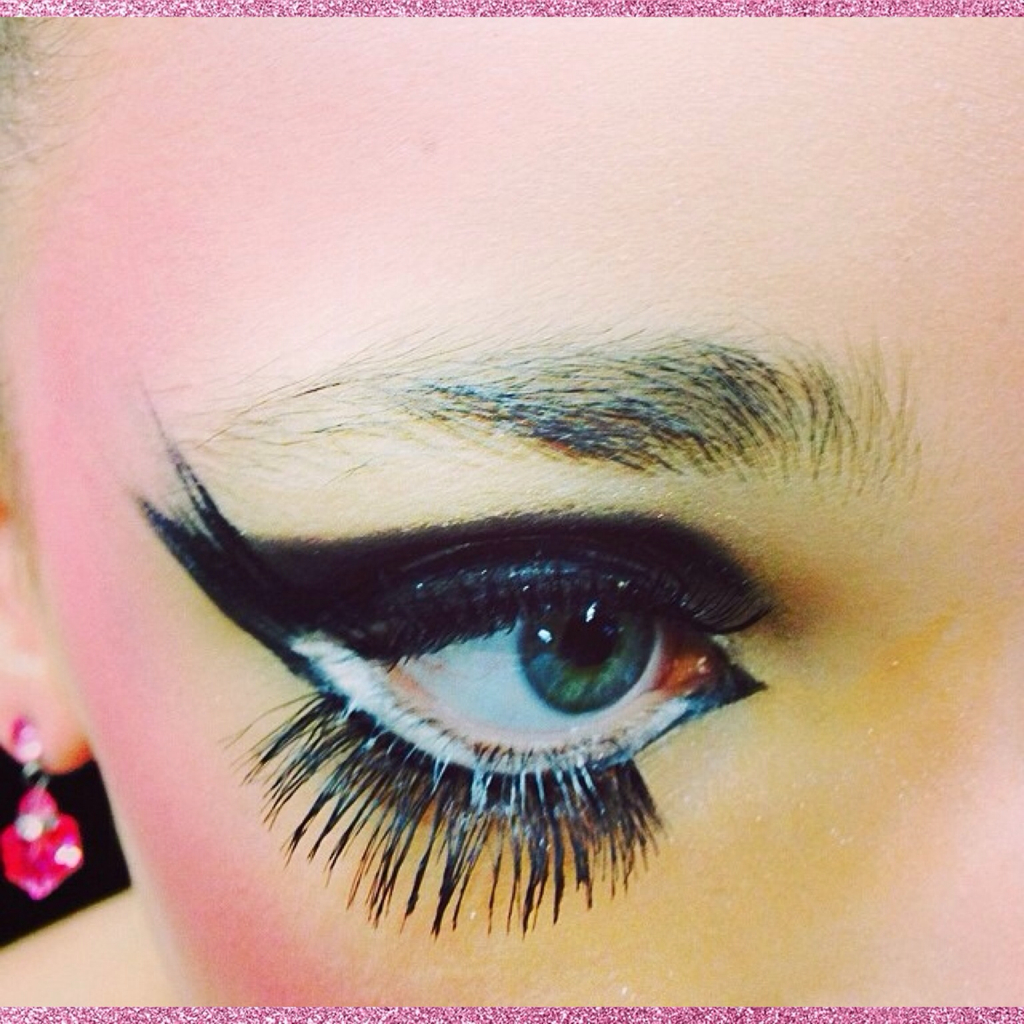Dance Momsbroken Doll Dance Makeupkendall Vertes Eye
