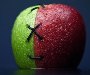 apple, green, and red image