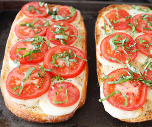 food, tomato, and garlic bread image